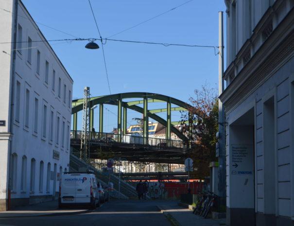 Spaziergang bei der Schmelzbrücke in Wien