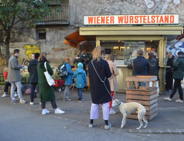 """Würstelstand in Wien auf Tour """"Weniger ist Mehr"""""""