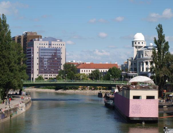 Donaukanal Badeschiff Urania